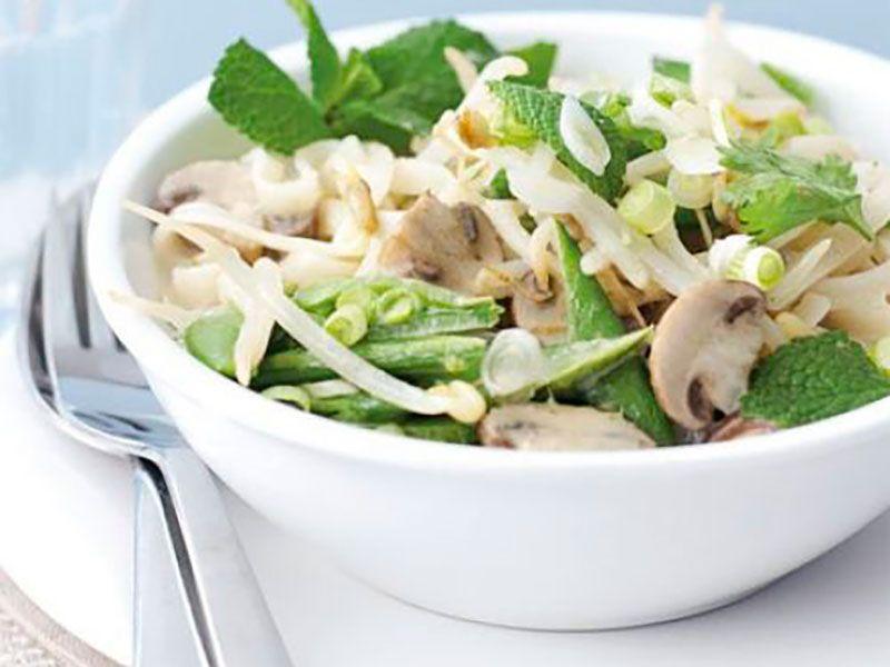 Кокосовый овощной суп с рисовой лапшой без мяса