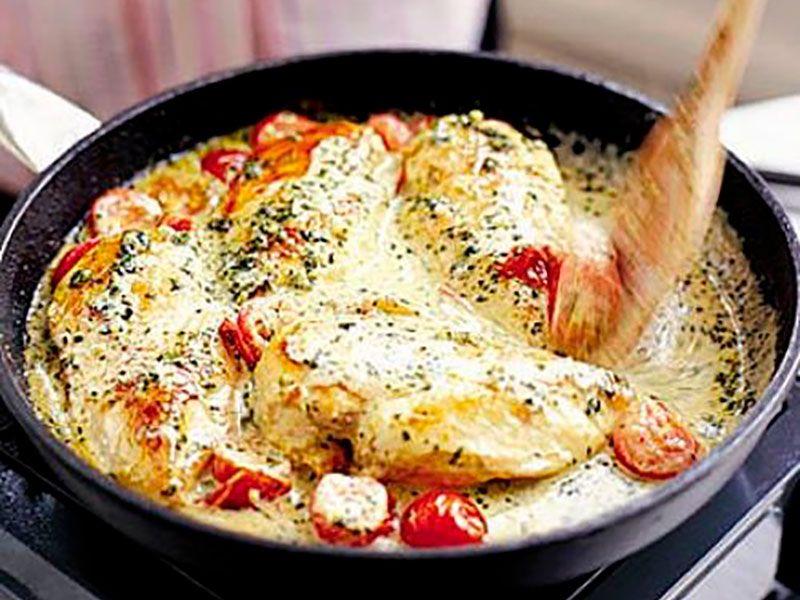Курица с черри на сковороде