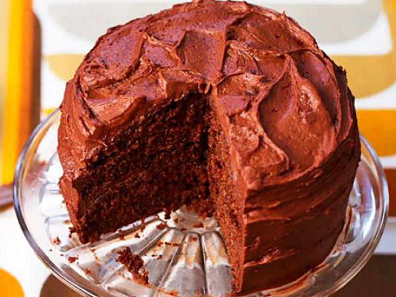 Легкий шоколадный торт со сливочной глазурью