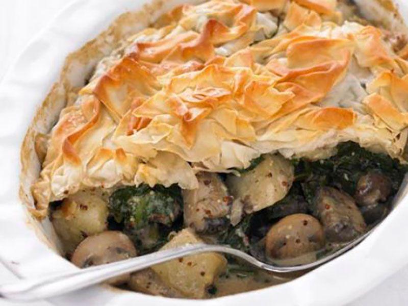 Пирог с картошкой, грибами и шпинатом в духовке