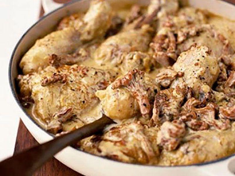Жареная курица в грибном соусе